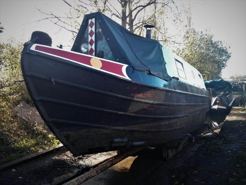 dry dock, narrowboat, narrowboat adventure, blacking, hull, narrowboat hull
